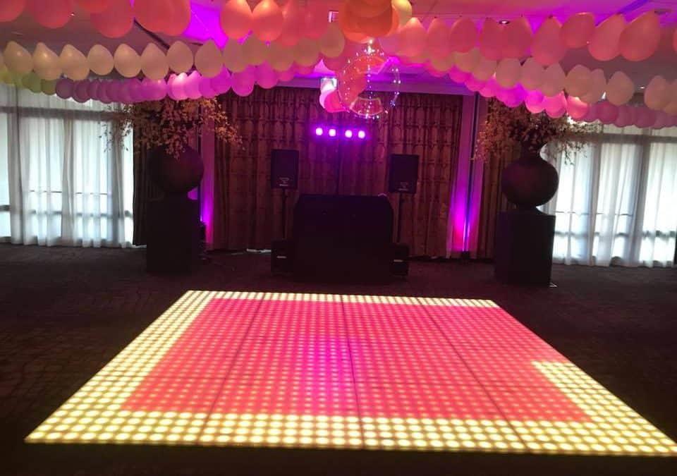 bruiloft met thema 90's party